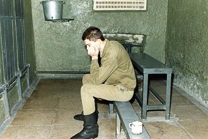 Берут ли в армию с судимостью: можно ли служить и в каких войсках