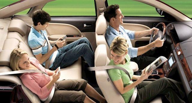 Нужно ли пристегиваться пассажирам на заднем сидении автомобиля