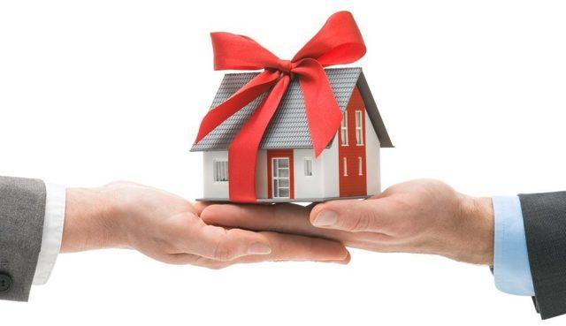 Дарственная на дом и земельный участок между близкими родственниками: как оформить и необходимые документы