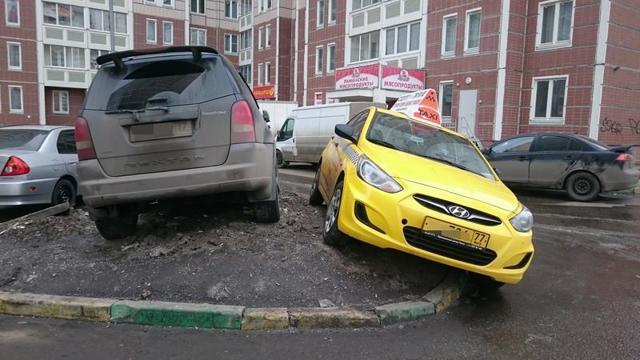 Парковка на тротуаре и штраф за нее - Эксперт права