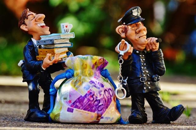 Как должнику общаться с судебными приставами находящимися при исполнении