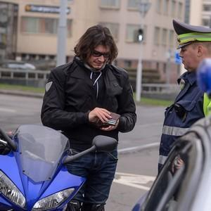 Правила перевозки пассажиров на мотоцикле и мотороллере и штраф за нарушение