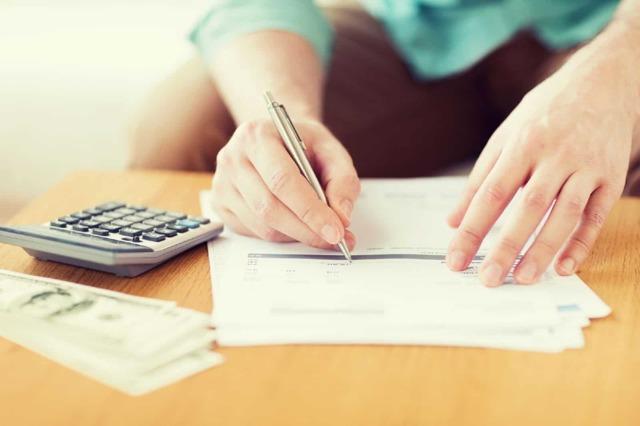 Заявление в налоговую о возврате госпошлины: образец и основания для подачи