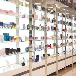Можно ли вернуть парфюм в магазин: порядок и основания для возврата
