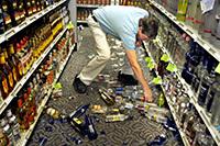 Разбил бутылку в магазине: кто платит за товар