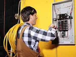Отключение электроэнергии: основания, причины и куда жаловаться