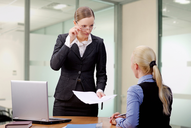 Имеют ли право коллекторы звонить на работу должнику