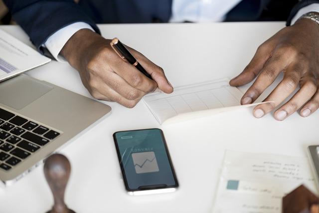 У банка отозвали лицензию: как вернуть вклад и надо ли платить кредит