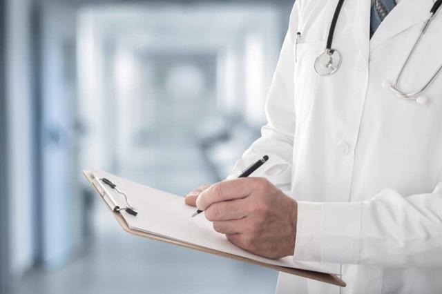 Если врач отказал пациенту в приеме - является ли это преступлением