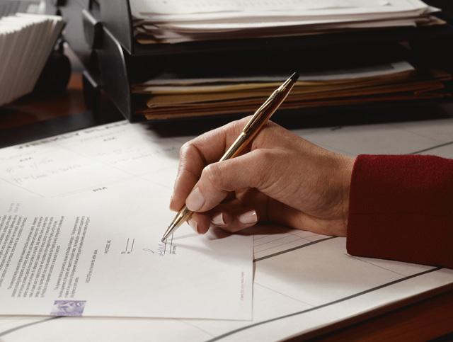 Заявление об отказе от наследства в пользу другого наследника: структура, образец и сопроводительные документы