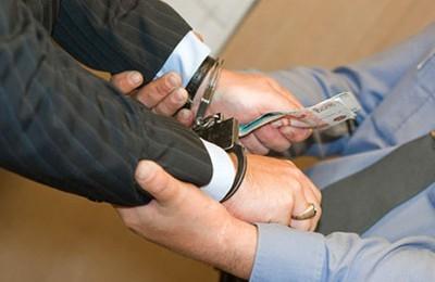 Отличие разбоя от вымогательства и других смежных преступлений
