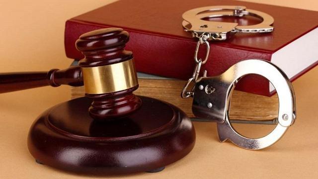 Защита в уголовном процессе: широкое и узкое понятие, кто имеет на неё право и как оно реализуется