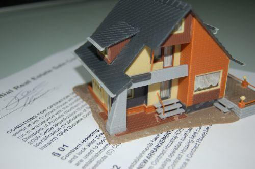 Налог на дарственную на квартиру и подарки: порядок оплаты и кто может не платить
