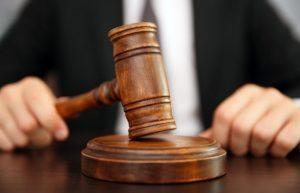 Контакты ребенка с родителем, родительские права которого ограничены судом: какие правила устанавливает закон