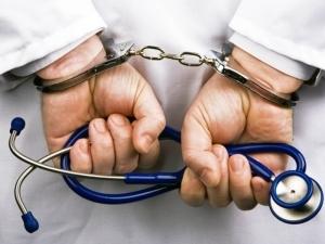 Куда жалуются на врачей и как правильно подать жалобу