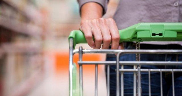 Обвешанные продавцом покупатели могут жаловаться по статье 200 УК РФ - Обман потребителей