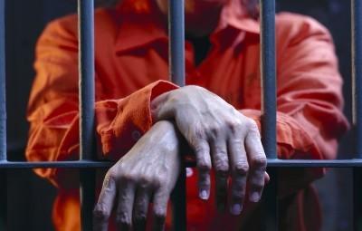Ограничение свободы: статья 53 УК РФ, отличие от лишения, виды, сроки и как снять