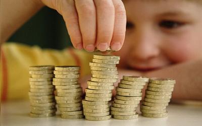Сколько платит государство за приемных детей в России: пособия и льготы